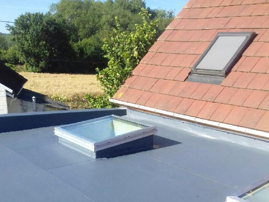 Pose lanterneaux remplissage verre Slick Inside pour toits plats avec étanchéité PVC