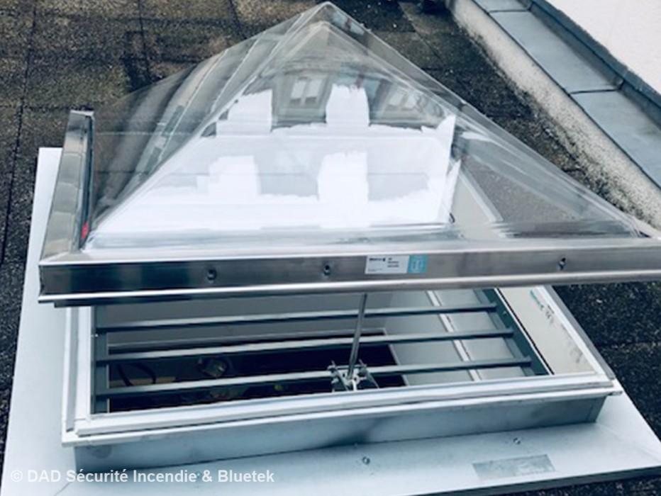 Lumière naturelle et ventilation sur les bureaux de la Ligue de l'Enseignement à Paris