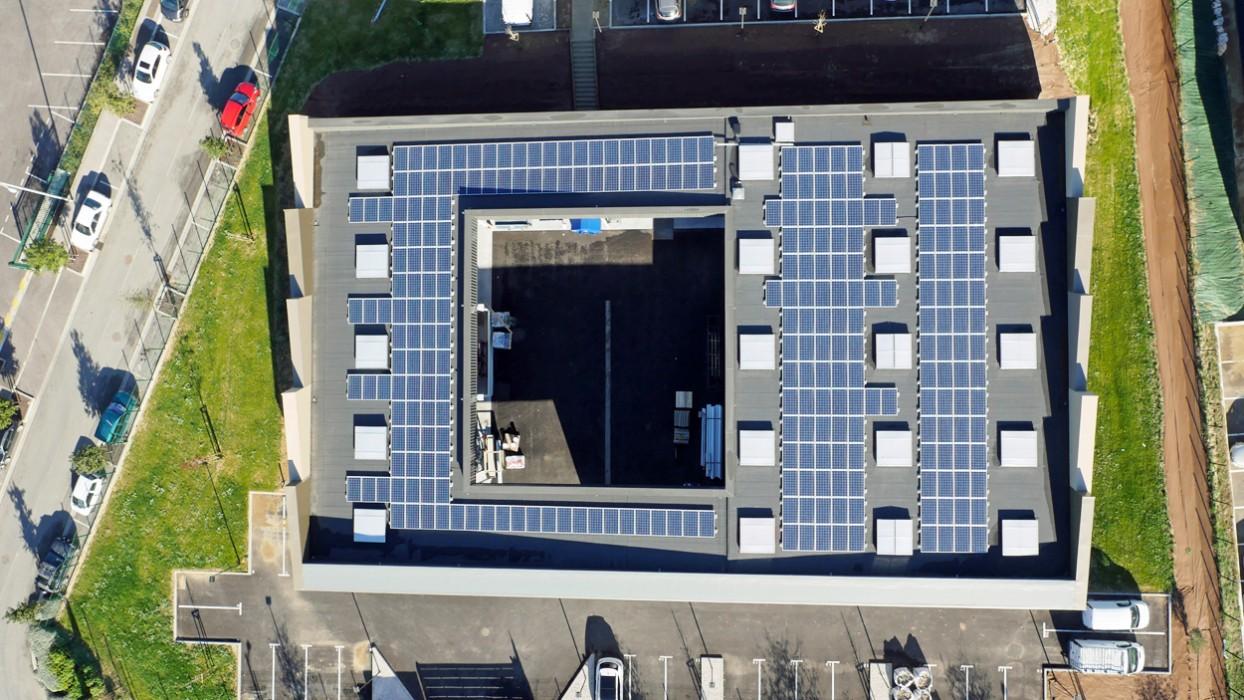 Soprema Montpellier Mauguio Bepos entrepôt bureaux lanterneaux Bluesteel Therm Sunlite Control Aeropilot