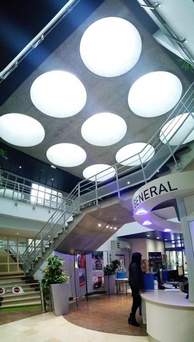 Inside Bluetek gamme lanterneaux verre Slick Inside rond pour toitures plates rénovation hôtel de ville hall St-Priest