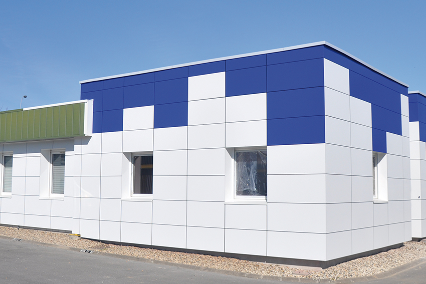 Reference_Bluetek_facade_batiment_industriel_panneaux_composite_aluminium_angel_white_pacific_blue