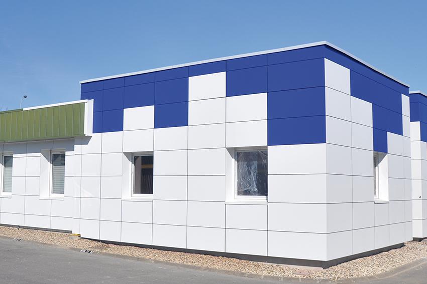 Voici des références en produits de façade (fabrications sur mesure) : parements composite ou métalliques, et panneaux compacts extérieurs HPL.