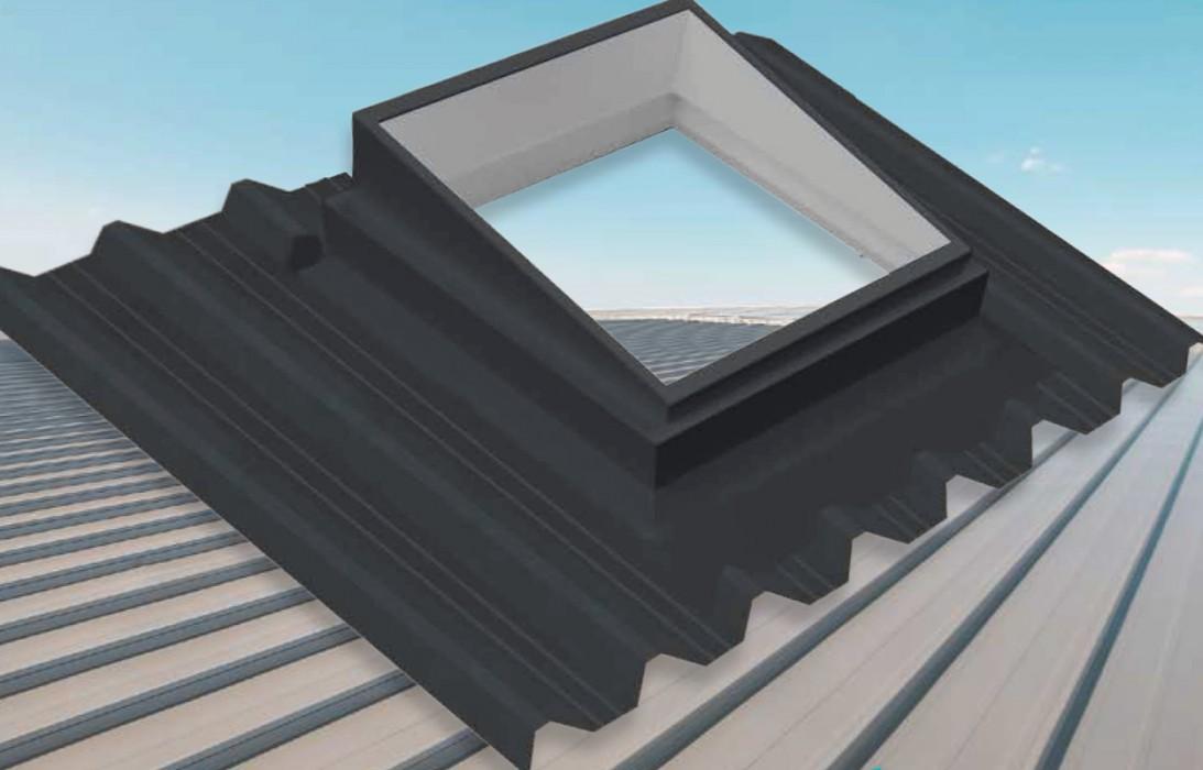 Embase polyester pour toiture sèche nervurée isolée ou non isolée sandwich pour fenêtre de toit type Roto Velux