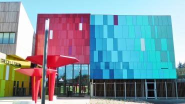 Kassette S en façade du lycée public de Carquefou